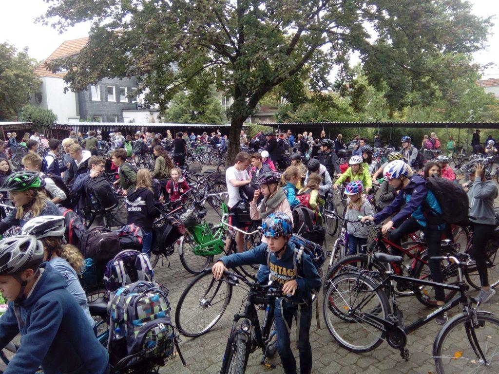 Chaos hoch zehn am Fahrradständer